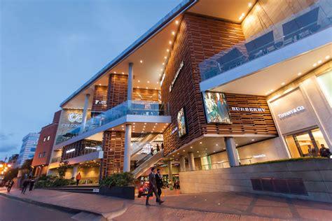 La reñida competencia de los centros comerciales en ...