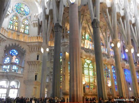 La Sagrada Familia  Barcelona : Templo de luz y color ...