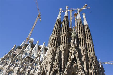 La Sagrada Familia, Barcelona   The Official Globe Trekker ...