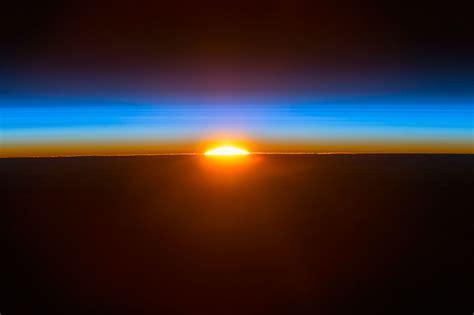 La salida del Sol desde la Estación Espacial Internacional ...