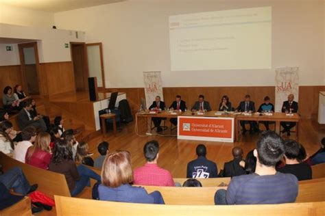 La Universidad de Alicante entrega las credenciales a ...