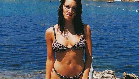 Lali Espósito presume su figura en bikini y al ritmo de ...