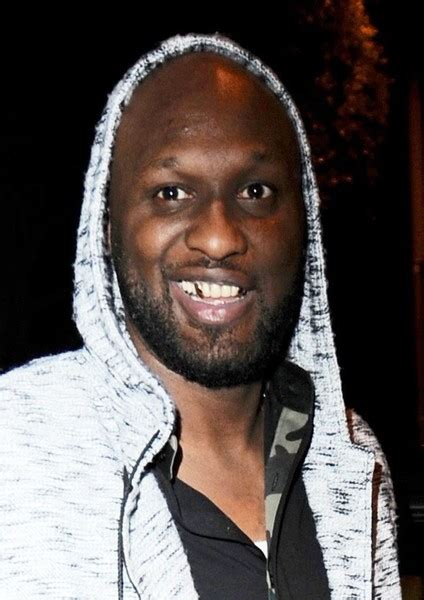 Lamar Odom Photos Photos - Lamar Odom Flashes His Gold ...