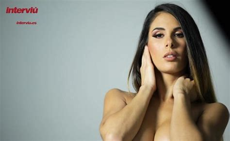 Lara Ruiz, portada de Interviú del lunes 11 de septiembre ...