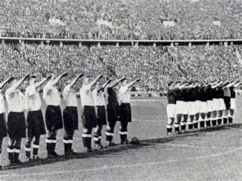 Las 50 fotos mas impactantes en la historia del fútbol ...