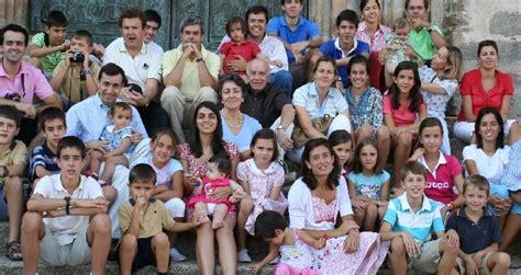 Las familias numerosas: el nuevo lujo en España – Ahora ...