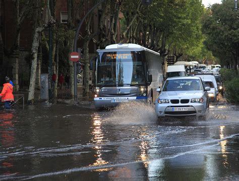 Las fuertes lluvias inundan varias calles de Valladolid ...