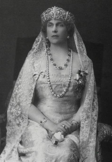 Las joyas que lucirá Letizia como Reina Consorte | loc ...