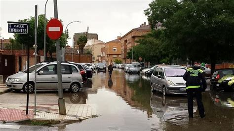 Las lluvias colapsan el paseo de la Estación y el centro ...