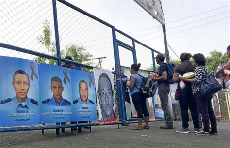 Las madres de los presos políticos en la cárcel del terror ...