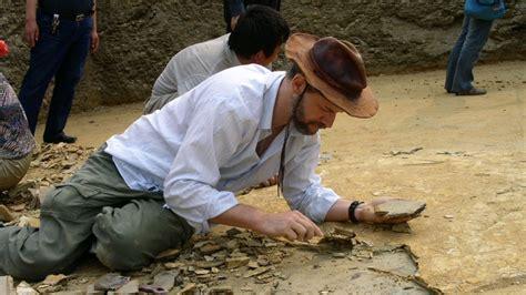 Latinoamericano estudia reptiles voladores en China | Tele 13