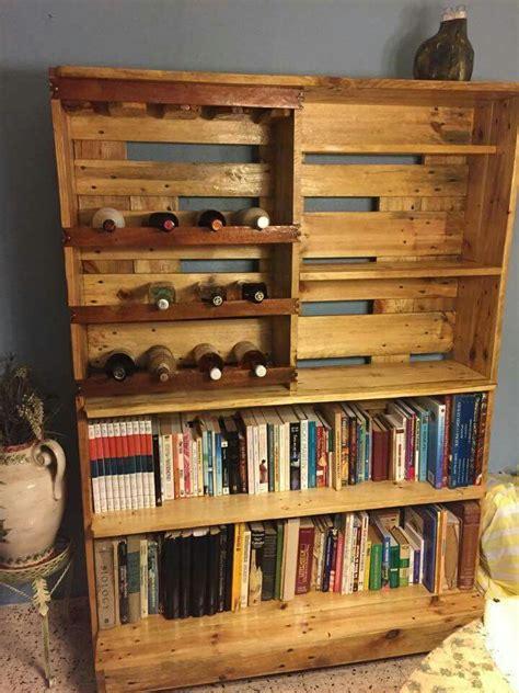 Librero, con vinera y porta copas hecho en palets by Los ...