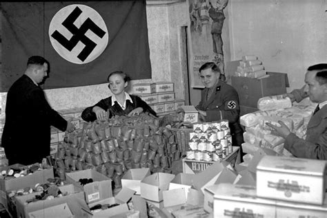 Life In Nazi Germany: 33 Everyday Scenes Of Ordinary Citizens