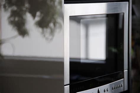 Limpia y quita el mal olor de tu microondas :: Trucos para ...