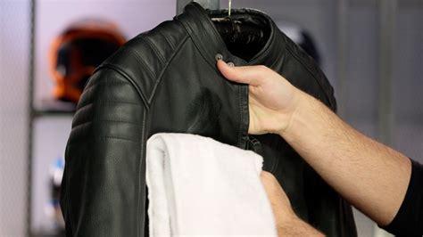 Limpieza y mantenimiento de la ropa de moto