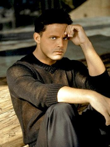 Listen Music of LUIS MIGUEL in HD free - Intermusika Networks