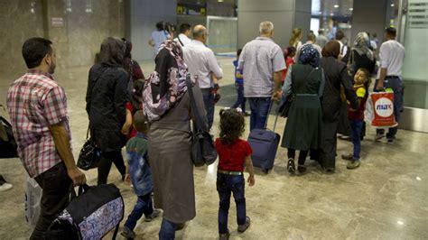 Llegan a Madrid 198 refugiados procedentes de Grecia   RTVE.es