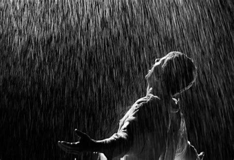 Llorar bajo la lluvia