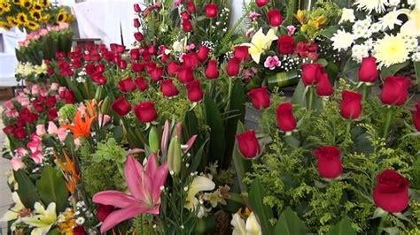 Locatarios del  Mercado de las Flores  en Tuxtla se ...