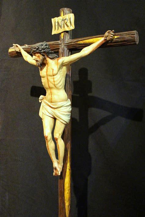 López Ramírez, escultor-imaginero: Cristo crucificado (40 cm).