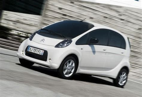 Los coches eléctricos bajan de precio