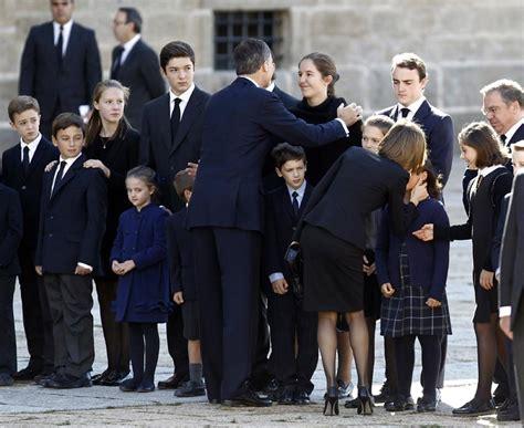 Los cuatro Reyes y las infantas Elena y Cristina dan su ...