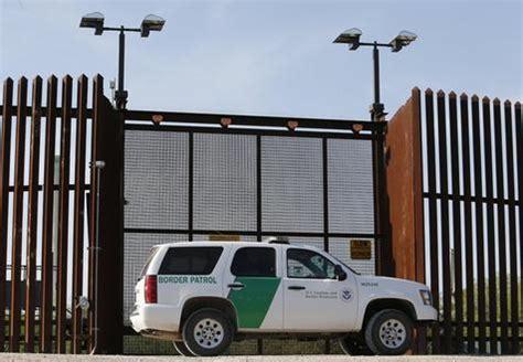 Los deportados, un negocio para los bancos   Estados ...