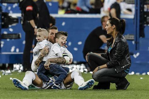 Los jugadores del Madrid celebran con sus hijos la ...