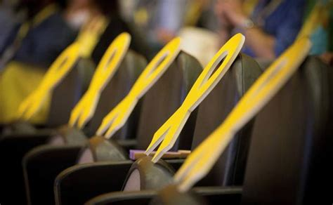 Los lazos amarillos cumplen un año   Diario Sur