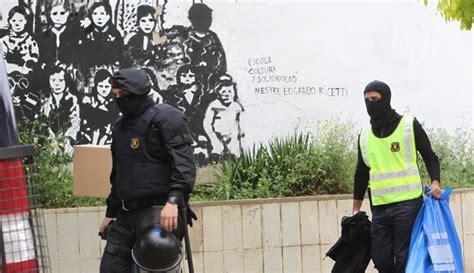 Los mossos detienen a cinco anarquistas del grupo Bandera ...
