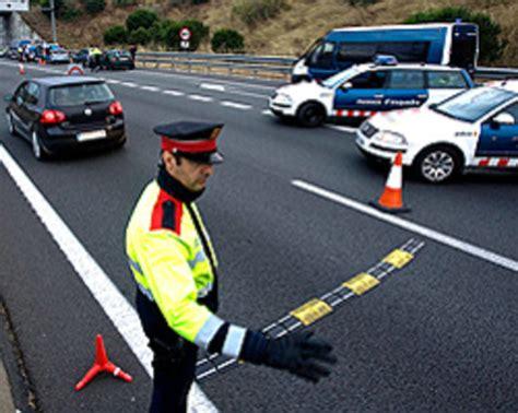 Los Mossos multan en agosto a 35 conductores cada hora por ...