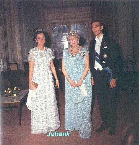 Los novios con S.M. la Reina Victoria Eugenia de España ...