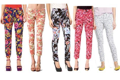 Los pantalones con estampados vuelven. | Come into fashion.