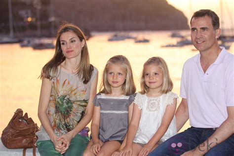Los Príncipes de Asturias y sus hijas posan en Sóller   La ...