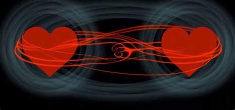 Los senderos de: Entrelazamiento cuántico, almas gemelas y ...