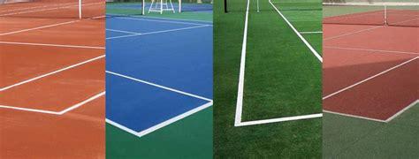 Los tipos de pistas de tenis; tierra, cemento, hierba ...