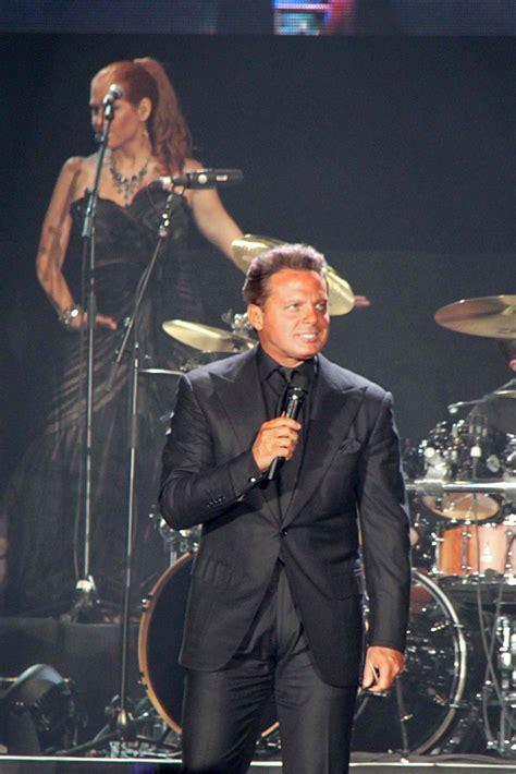 Luis Mi: Entre la posible ruptura con Warner Music y los ...