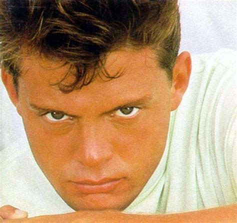 Luis Miguel Lyrics, Music, News and Biography | MetroLyrics