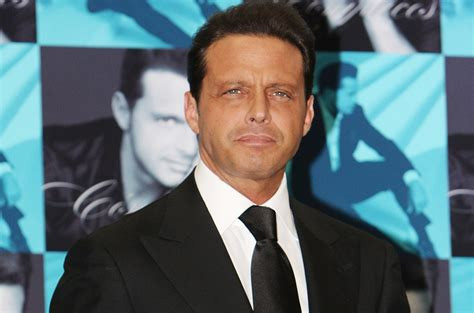 Luis Miguel Surrenders to Authorities on Arrest Warrant ...