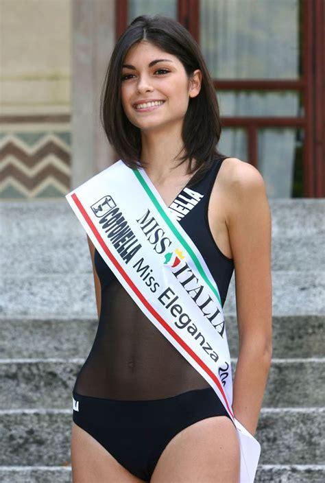 Madrid: sfila Linda Morselli, fidanzata di Valentino Rossi ...