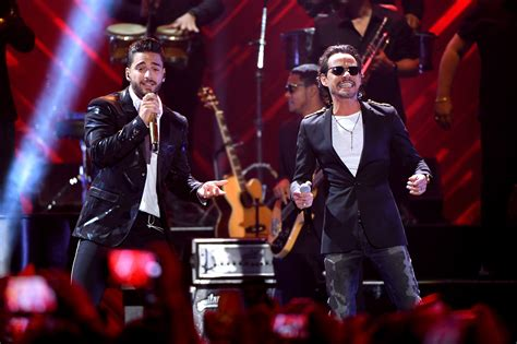 Maluma, Marc Anthony Surprise Fans On Premios Juventud ...