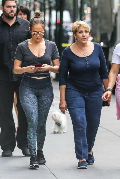 Mamá de Jennifer Lopez sorprende con sexy baile junto a su ...