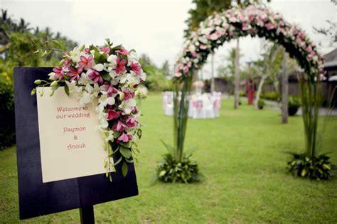 Maravillosos Adornos Para Boda En Jardin Con Rosas Y Tela ...