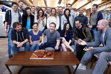 Mark Zuckerberg's birthday photo shows the 20 Facebookers ...