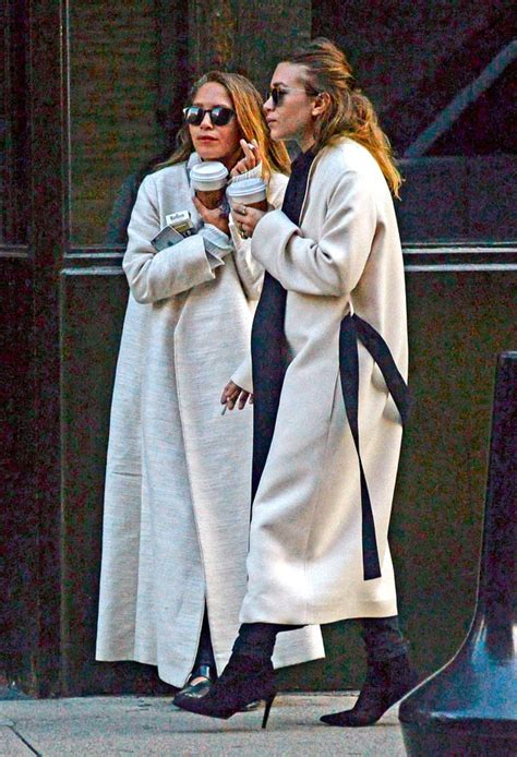 Mary Kate Olsen Steps Out With Wedding Band After Marrying ...