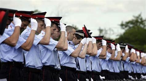 Mas pide a los nuevos mossos y policías locales que den ...