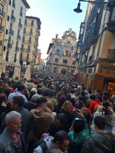 Masiva concentración en Pamplona contra la sentencia de ...