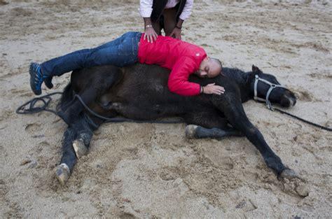Meditar con caballos para perder los miedos | Zen | EL MUNDO