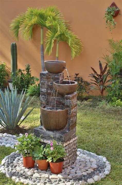 Mejora tu patio, decorando con fuentes y hermosas plantas ...