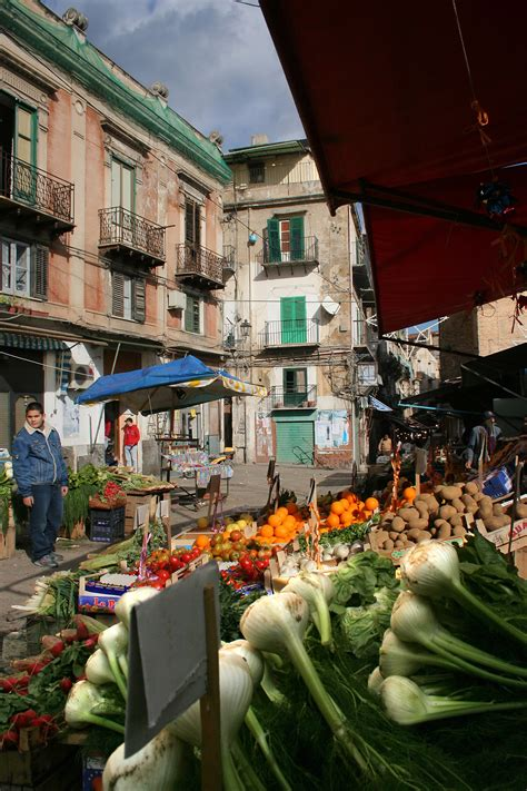 MERCATO LA VUCCIRIA   Palermo Sicilia Italy | Mercato ...